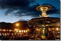 plaza-de-armas-cusco-noche-fuente